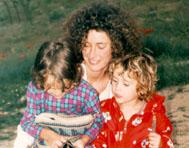 14300 bytes Nuria con sus dos hijos